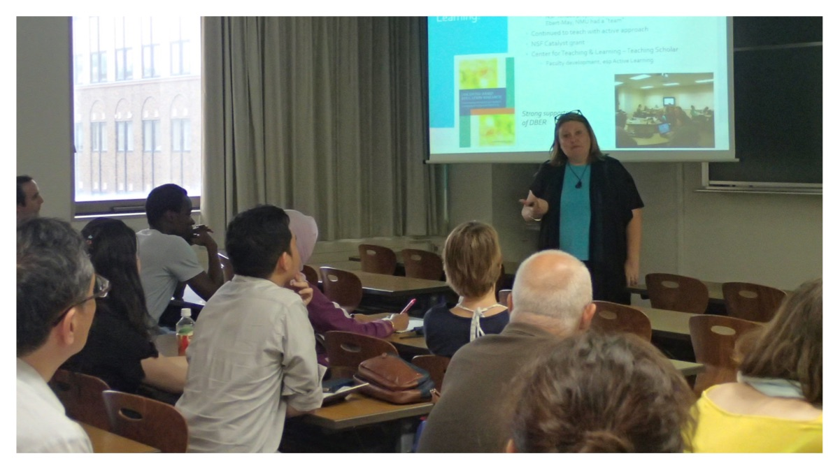 Jill giving a lecture on active learning at the Faculty of Science