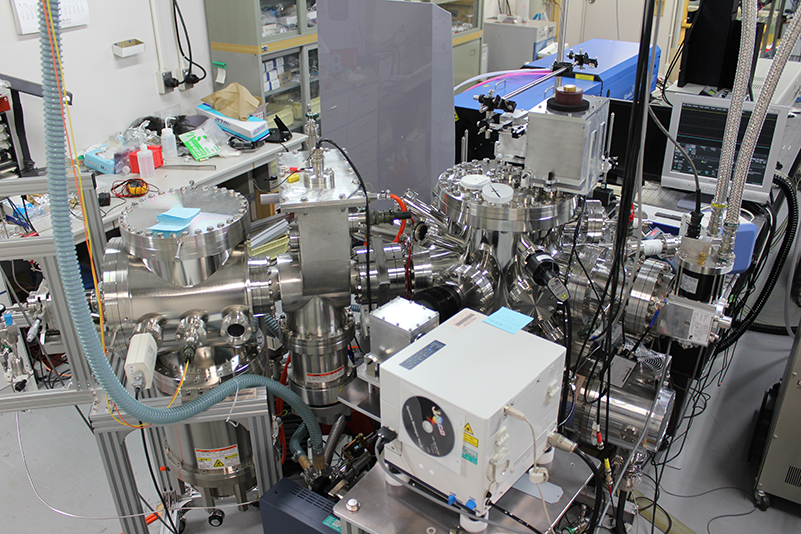 The system developed to detect ortho- and para- composition of molecular hydrogen on artificial ice particles