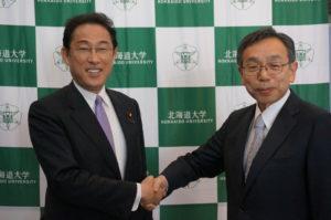 Foreign Minister Kishida and President Nawa