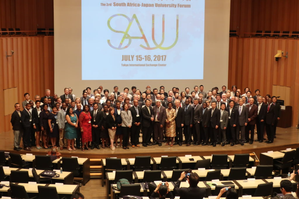 ①Photo session with representatives at the 3rd SAJU Forum