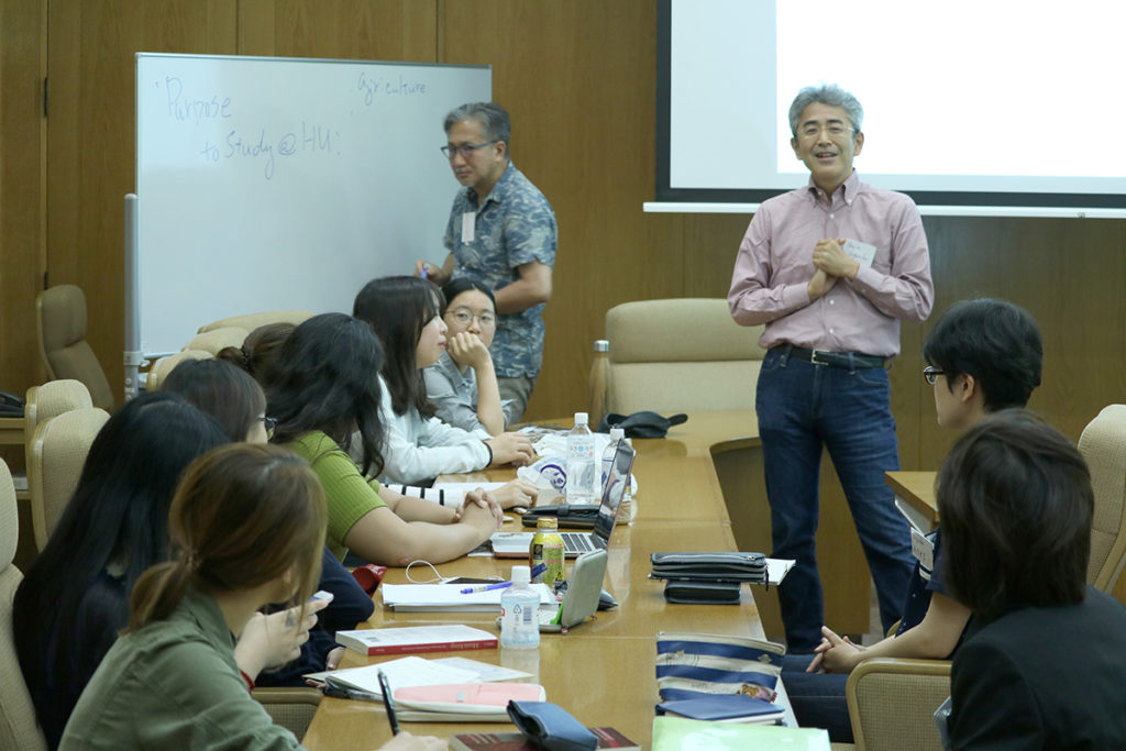 Professor Yaguchi discussing with the students.