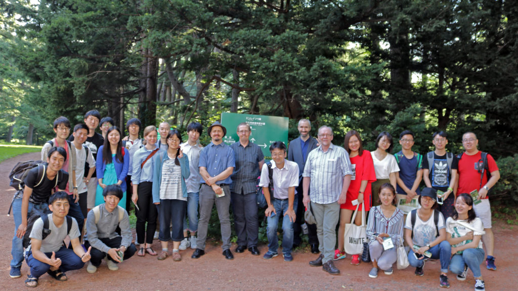 Group photo at the entrance of the Botanic Gardens