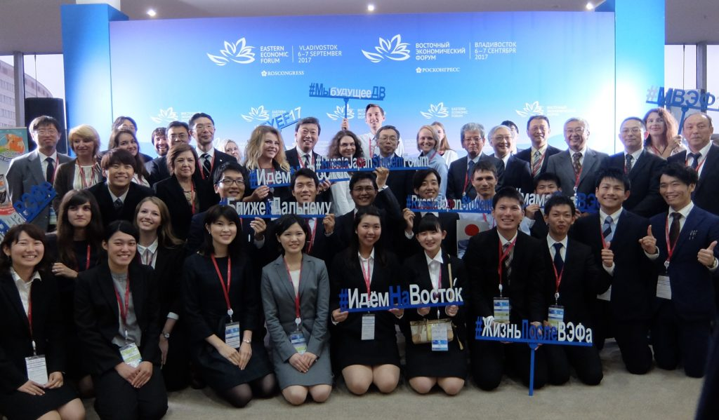 Commemorative photo with participants of the Japan-Russia Student Forum