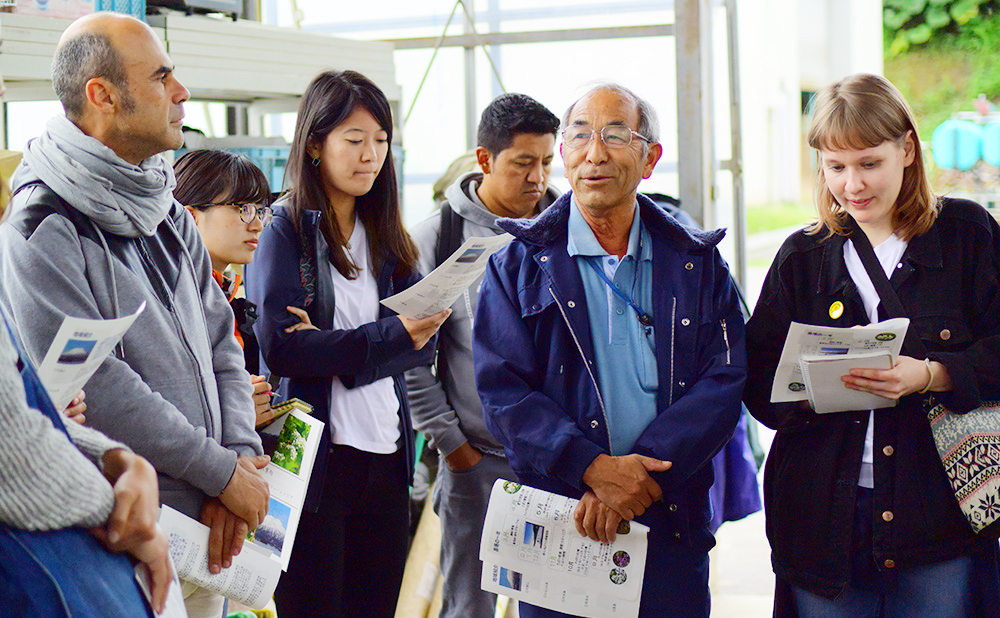 "Mr. Seiichi Sode, who runs a farming corporation ""Farmtopia"" in Niseko area, explains how they work with foreign trainees and employees to contribute to the local economy."