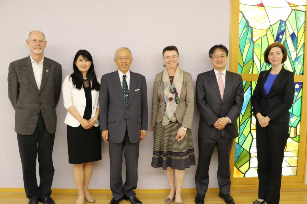 Photograph of representatives from Hokkaido University and the Delegation of the European Union to Japan