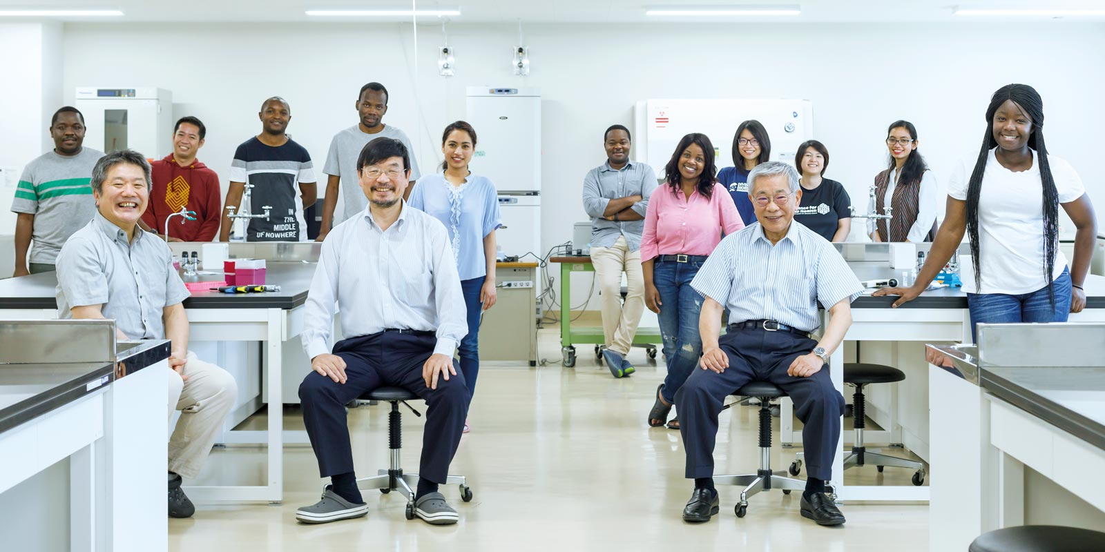 Researchers working at the Research Center for Zoonosis Control, Hokkaido University